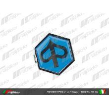 "Monogramme / insigne de descente de klaxon ""logo Piaggio"", à clipser, plastic 32x37 mm - Vespa PX Arcobaleno"