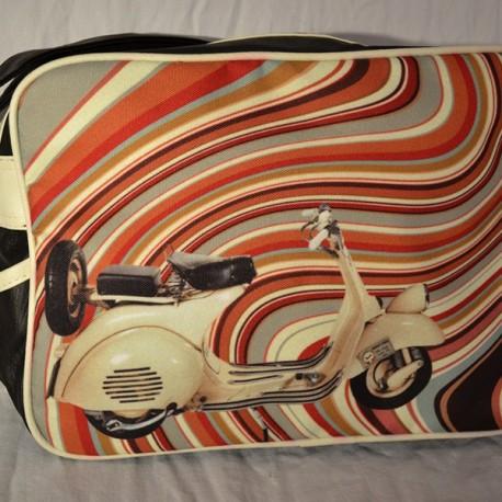 Sac esprit 70' avec un scooter vintage beige